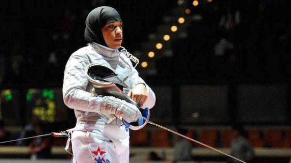 Член олимпийской сборной США по фехтованию Ибтихадж Мухаммад.