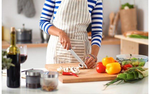 Мужчина подал на жену в суд за неумение готовить.