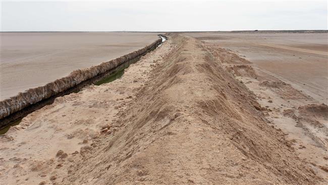 Стена между Тунисом и Ливией.