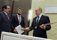 Путин подарил королю Бахрейна скакуна, а в ответ получил Меч Победы
