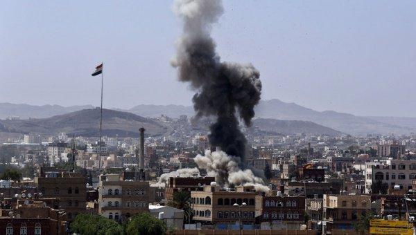 Взрыв прогремел ввоенном лагере близ временной столицы Йемена, 10 человек погибли