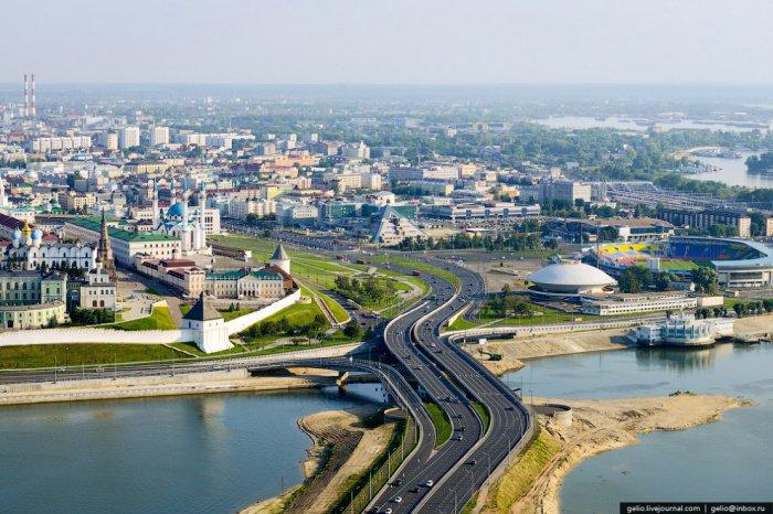 Кремлёвская транспортная дамба (прежние названия: Кизическая дамба, Ленинская дамба)