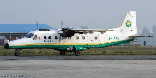 Пассажирский самолет исчез в горах Непала