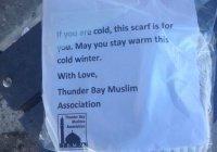 Канадские мусульмане дарят шарфы тем, кто мерзнет на улице