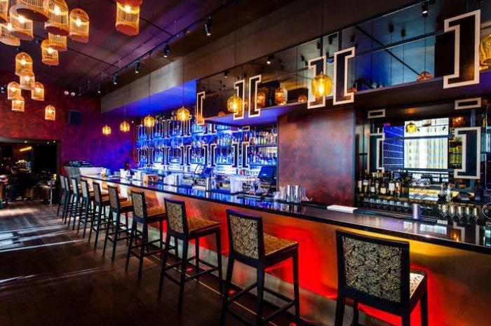 Можно ли работать в баре, если там подается спиртное?