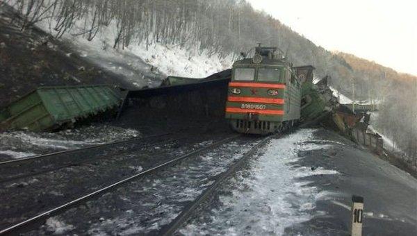 В Забайкальском крае поезд углем сошел с рельсов.