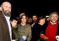 Арестованных за статью об Эрдогане и ИГИЛ журналистов выпустили из тюрьмы