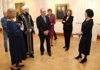 Муфтий Татарстана посетил выставку живописца Рустама Габбасова