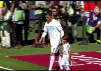 Криштиану Роналду вышел на поле с сыном сирийского беженца
