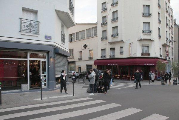 Встолице франции возобновил работу ресторан, который атаковали террористы
