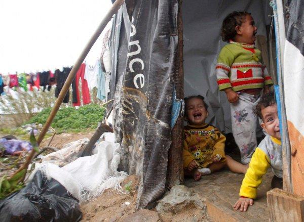 Сирийские дети в лагере беженцев.