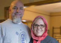 Супруга американского пастора носит хиджаб в знак поддержки мусульман