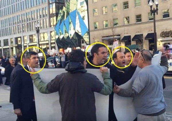 """Охрана Эрдогана пытается """"заглушить"""" митинг противников политики турецкого руководства."""