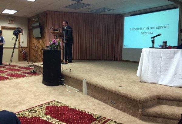 Тед Хэйти Дж. выступает перед мусульманами.