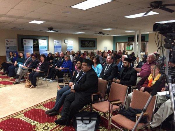 Мусульмане - участники встречи с исламофобом.