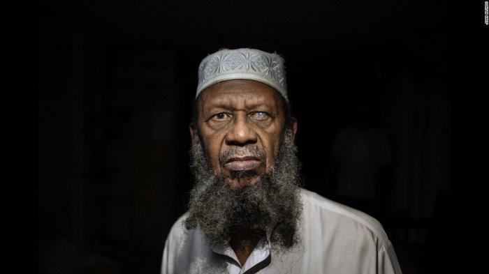 Хасан Абдул Гафур. Принял Ислам в 1994 году.