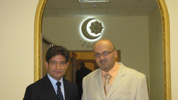 Директор клиники Рами Юсуф (справа) на церемонии открытия.