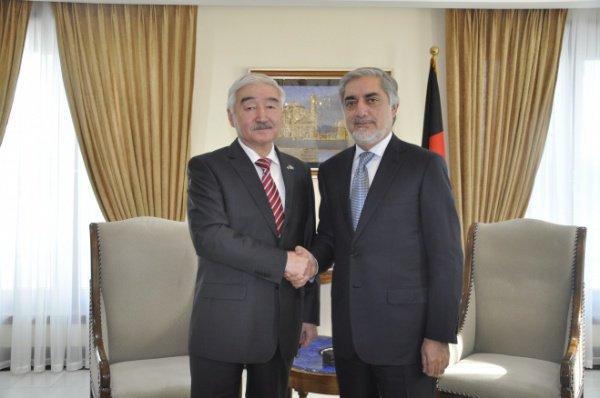 Омиртай Битимов на встрече с премьер-министром Афганистана Рауфом Абдуллой.