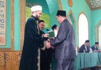 Муфтий РТ вручил дипломы выпускникам медресе им. 1000-летия принятия ислама (Фото)