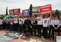 50 тысяч дагестанцев вышли на акцию против террора (Фото)