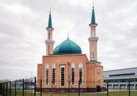 """В казанской мечети """"Гаиля"""" раздали """"Пятничный гостинец"""""""