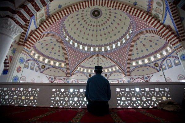 Пророк (мир ему) чаще всего любил сидеть на коленях