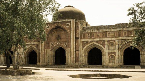 Мечеть Джамали-Камали в Нью Дели - храм святого поэта