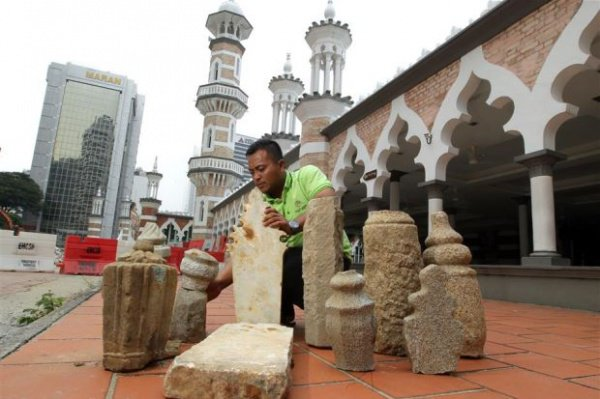 В Куала-Лумпур нашли мусульманские надгробия 18 века
