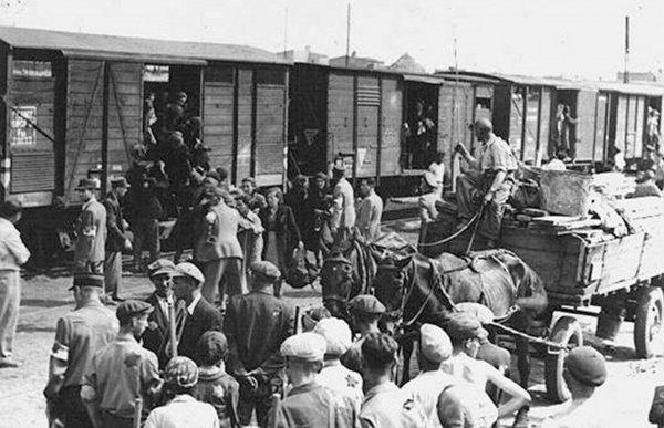 В годы ВОВ из Крыма было депортировано больше 183 тысяч крымских татар.
