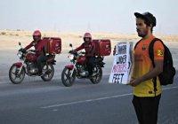 Житель Катара безвозмездно спасает прохожих от жуткой жары