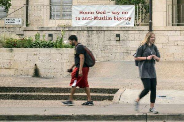 Необычная акция поддержки мусульман в США.