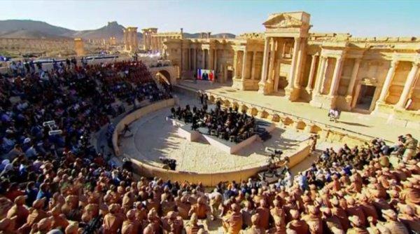 Концерт оркестра Валерия Гергиева в античном амфитеатре Пальмиры.