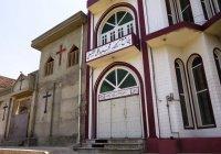 Пакистанские мусульмане и христиане молятся бок о бок