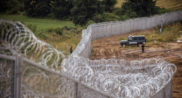 Стена на турецко-болгарской границе.