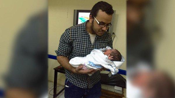 Египтянин Моамен с сыном по имени Путин.