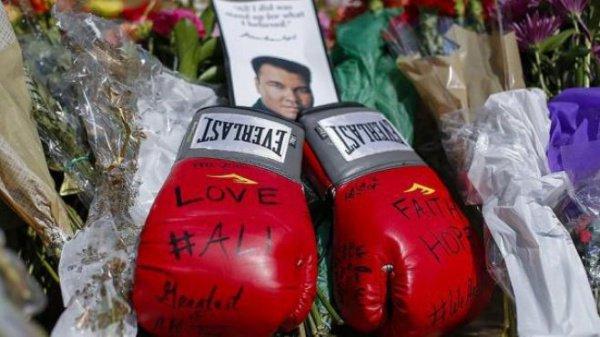 Слегендарным Мохаммедом Али прощались 18 тыс. человек