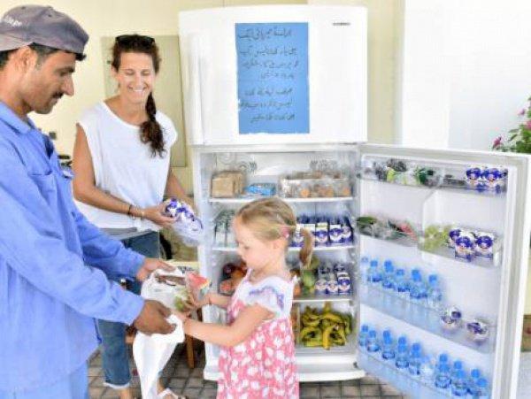 Холодильники пополняются местными жителями.