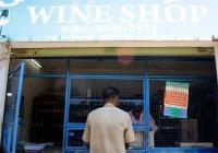 В Индии закрыли более пятисот алкогольных магазинов