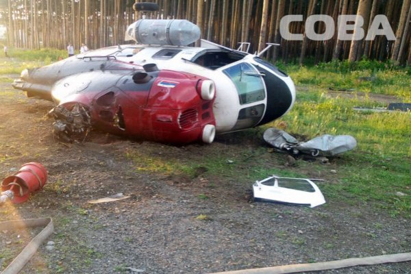 В Екатеринбурге при взлете рухнул медицинский вертолет