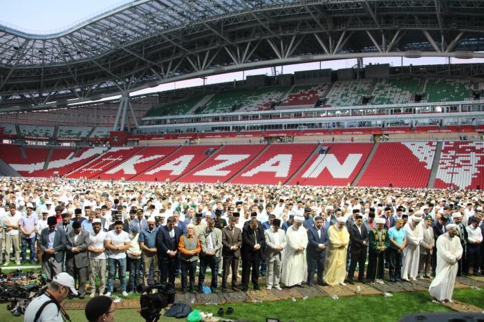 В Казани прошел крупнейший в России ифтар (ФОТОРЕПОРТАЖ)