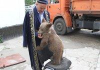 Казахстанский имам приютил медвежонка (Фото)
