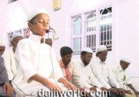 9-летний имам ведет намазы в индийской мечети