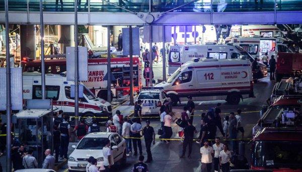 Террористы встамбульском аэропорту несмогли взять заложников из-за курток