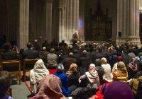 Мусульмане совершают джума-намаз в церкви (Фото)