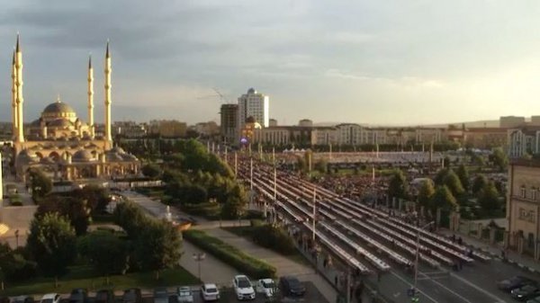 Ифтар в Грозном собрал 25 тысяч верующих (Фото, видео)
