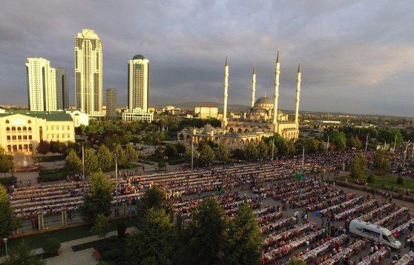Всенародный ифтар в Грозном.