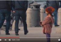 Одинокая девочка на улице: жесткий социальный эксперимент