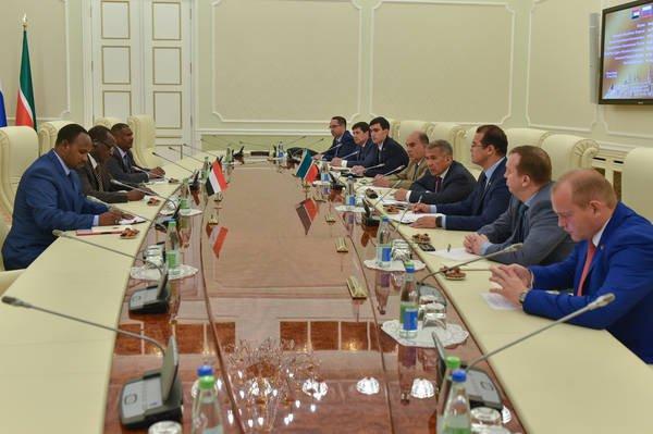 Татарстан развивает отношения с исламским миром – Минниханов (Фото)