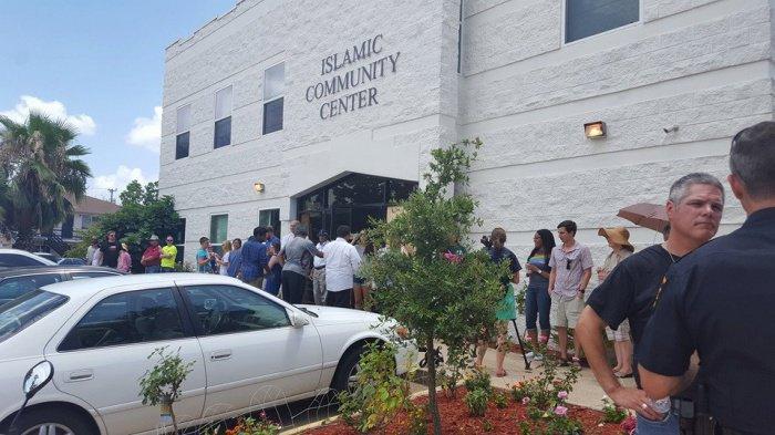 Простые техасцы встали живой стеной на защиту мусульман
