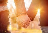 Дозволяет ли ислам прилюдно держать за руку или обнимать жену?